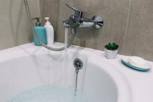 Comment se déroule l'installation d'une baignoire à porte senior ?
